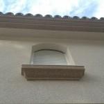 Acabado piedra color marfil (fachada) y marron(cornisas)1