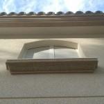 Acabado piedra color marfil (fachada) y marron(cornisas)2