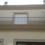 Acabado piedra color marfil (fachada) y marron(cornisas)3