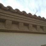 Acabado piedra color marfil (fachada) y marron(cornisas)6