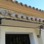 Acabado piedra marfil(fachada) y rosa valencia(cornisas)